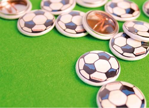 Krima & Isa - Button Fußball