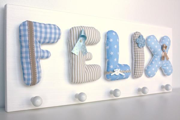 kinderzimmergarderobe mit namen handgefertigt und s. Black Bedroom Furniture Sets. Home Design Ideas